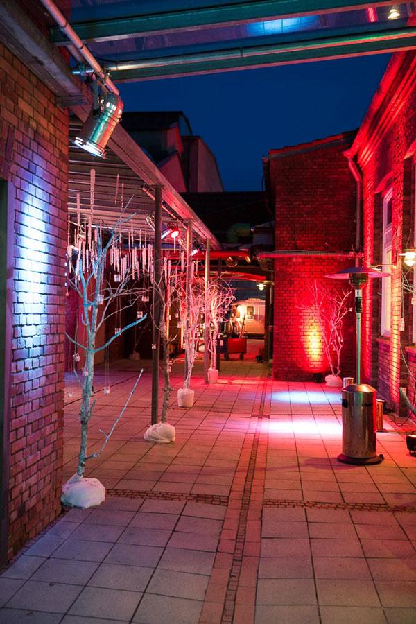 ziegelei101 Außenansicht Innenhof Weihnachtsmarkt bei nacht