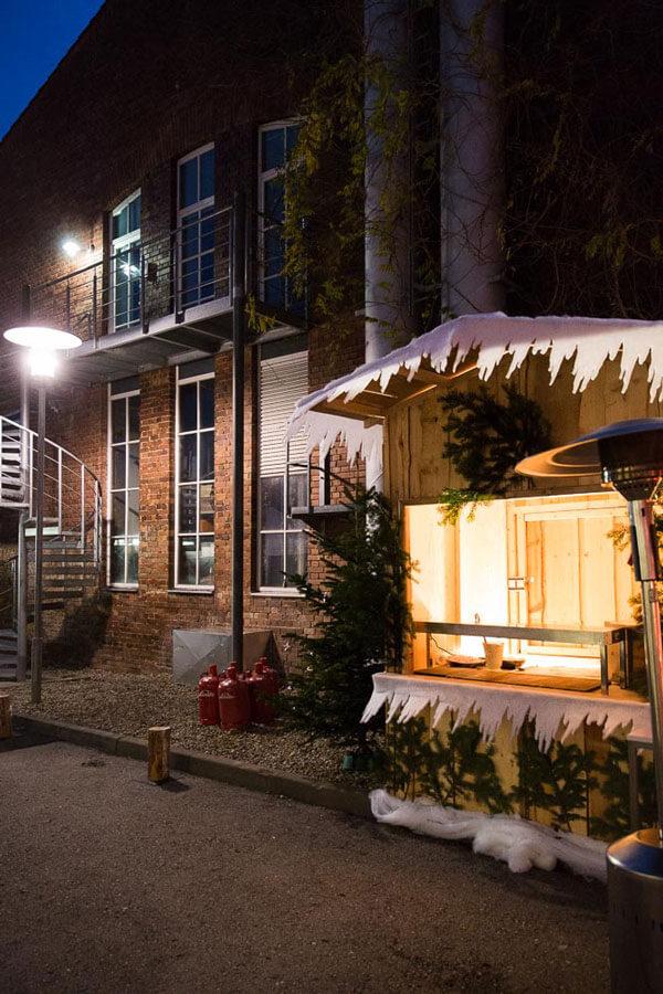 ziegelei101 Außenansicht Weihnachtsmarkt bei nacht