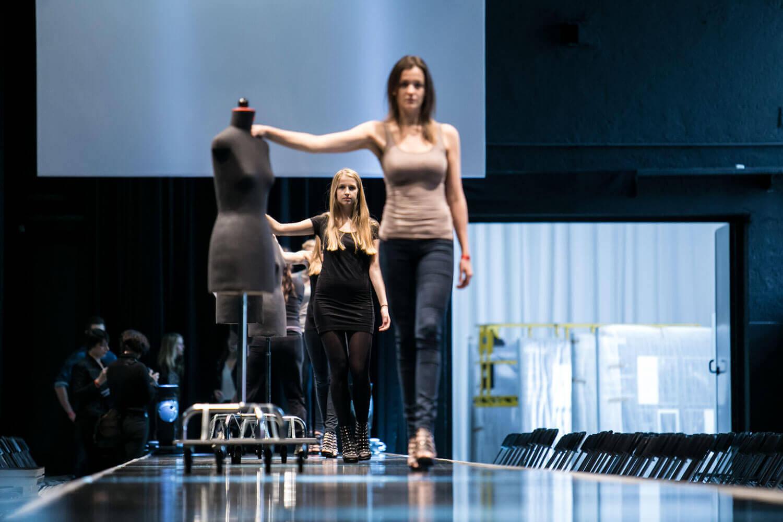 ziegelei101 innenansicht loft 7 Bühne Laufsteg Runway Modenschau Modeschau