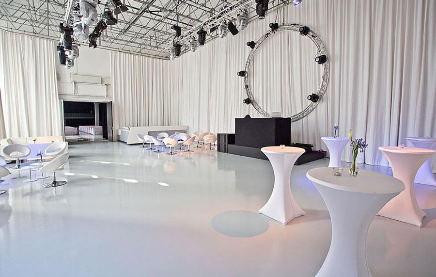 ziegelei101 innenansicht loft 8 bar stehtische club disco lounge