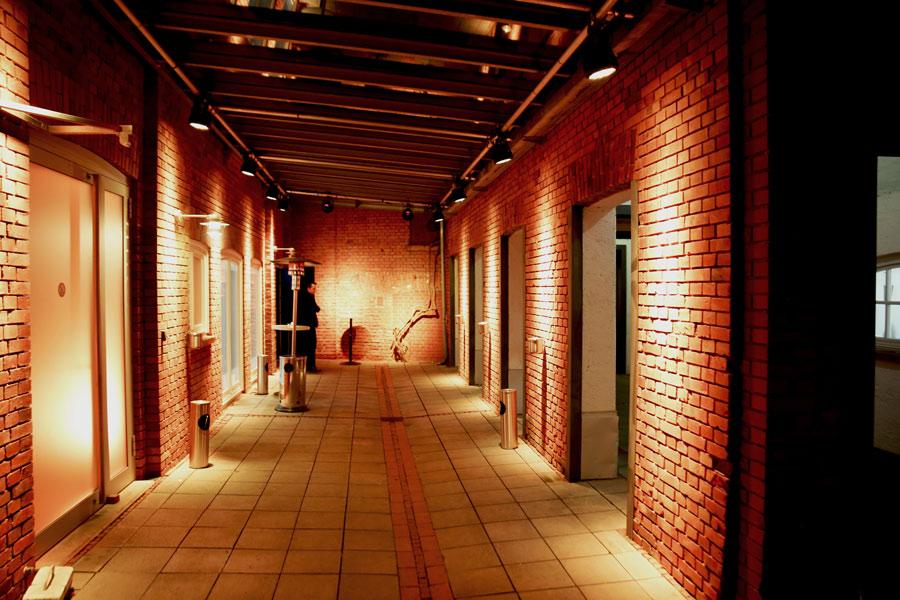 ziegelei101 Innenhof bei nacht beleuchtet